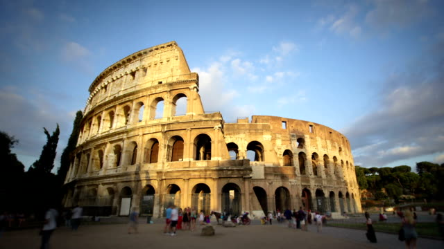 al tramonto, colosseo, roma, italia - colosseo video stock e b–roll