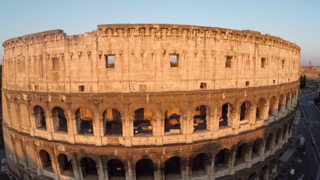 colosseum in rome, italy - innerhalb stock-videos und b-roll-filmmaterial
