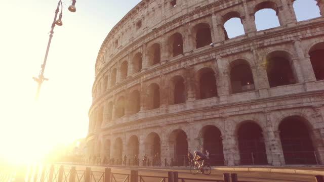 vídeos y material grabado en eventos de stock de colosseum roma - gladiador