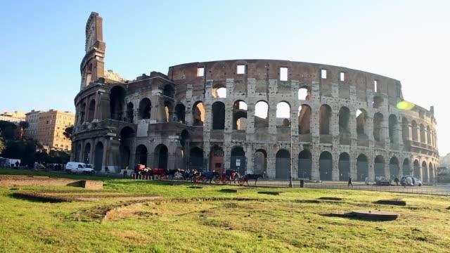 stockvideo's en b-roll-footage met colosseum, de beroemde bezienswaardigheden in rome, italië - colosseum