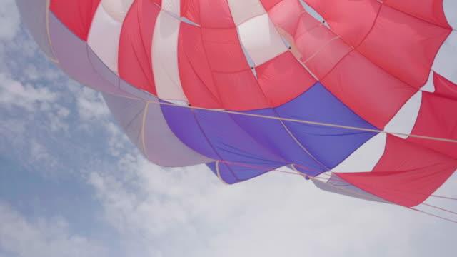 färg fallskärm på karon beach, phuket thailand - parachuting bildbanksvideor och videomaterial från bakom kulisserna