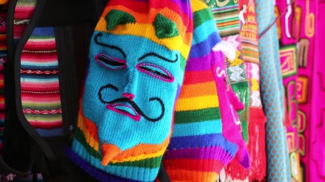 vídeos de stock e filmes b-roll de colourful bolivian balaclavas for sale in la paz bolivia south america - la paz bolívia