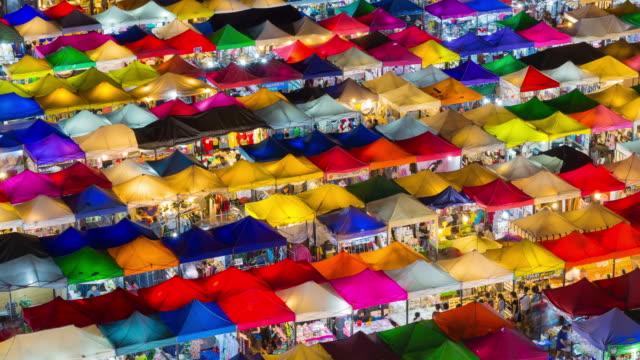 カラフルな屋台バンコクのナイト マーケット - 上部分点の映像素材/bロール