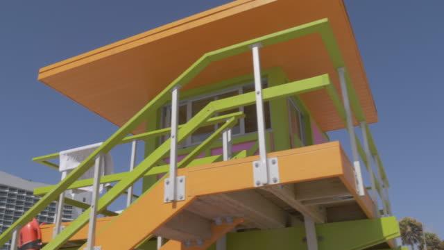 colourful lifeguard watchtower on miami beach, south beach, miami, florida, united states of america, north america - サウスビーチ点の映像素材/bロール