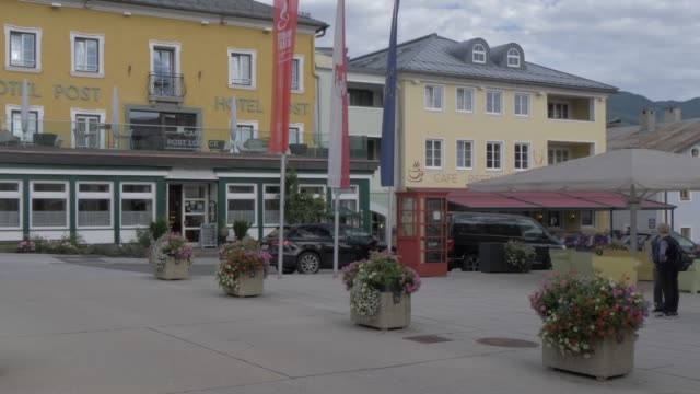 colourful shops and buildings in radstadt town, radstadt, salzburg, austrian alps, austria, europe - hotel stock-videos und b-roll-filmmaterial