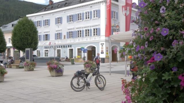 colourful shops and flowers in radstadt town, radstadt, salzburg, austrian alps, austria, europe - 鉢植え点の映像素材/bロール