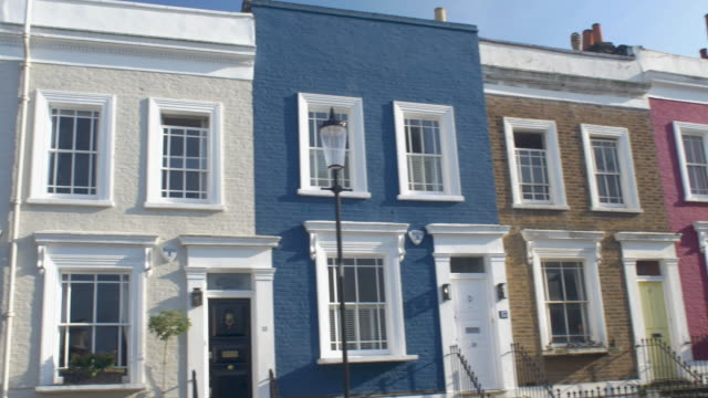vídeos de stock e filmes b-roll de colourful townhouses in notting hill,london. - notting hill