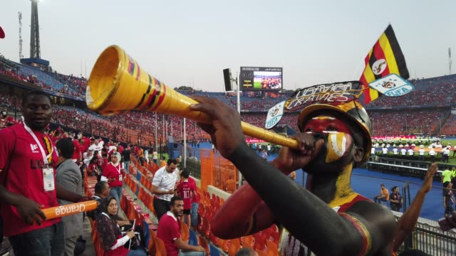 stockvideo's en b-roll-footage met colourful uganda fans during the 2019 african cup of nations group a match between uganda and zimbabwe at cairo international stadium on june 26th... - atmosfeer