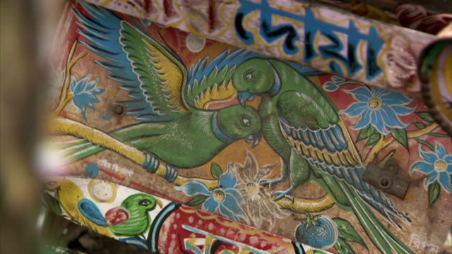 colourful, vibrant art decorates rickshaws in dhaka, bangladesh. - dhaka stock-videos und b-roll-filmmaterial
