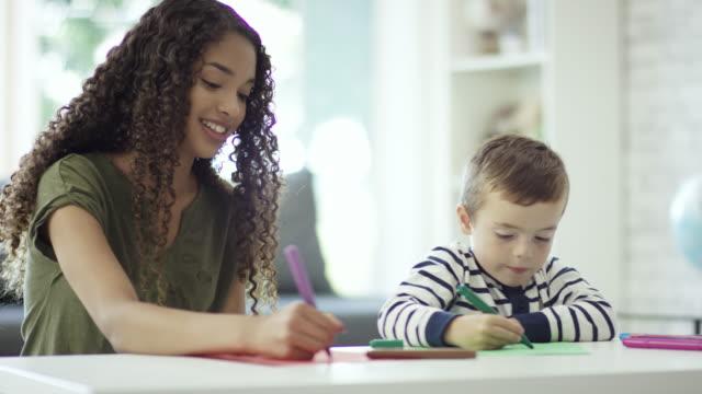 vidéos et rushes de colorier avec marqueurs - nurse
