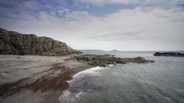 columba's bay, iona, scotland - hebriderna bildbanksvideor och videomaterial från bakom kulisserna