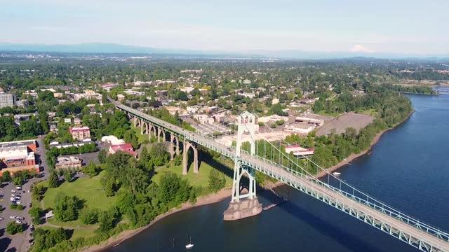 コロンビア 川 アット ポートランド オレゴン - ポートランド セントジョンズ橋点の映像素材/bロール