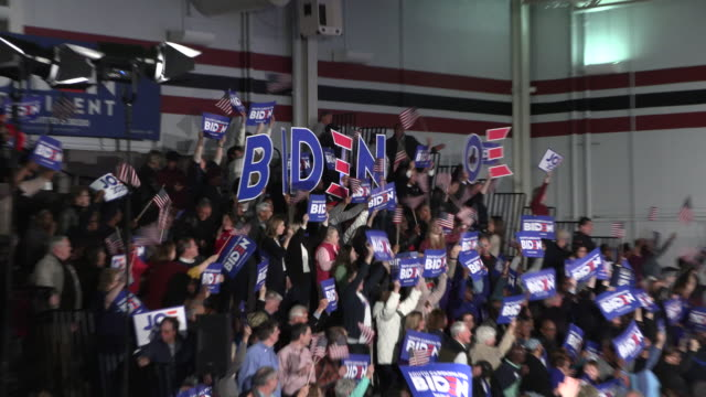 vídeos de stock, filmes e b-roll de supporters wait for democratic nomination hopeful joe biden to speak during a primary night rally at the university of south carolina in columbia sc... - primary election