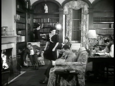 stockvideo's en b-roll-footage met columbia university nevis hall int men women in study in hall checking postings 'don't stack golf clubs in butler's pantry' 'need ridesee charles... - 1946