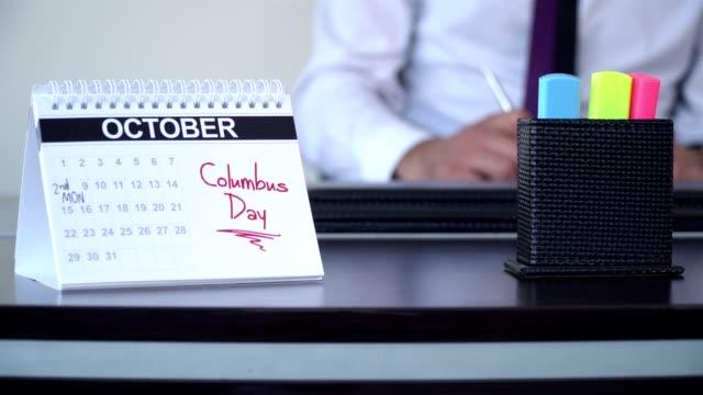 vídeos de stock e filmes b-roll de us columbus day - special day - vestuário de trabalho formal