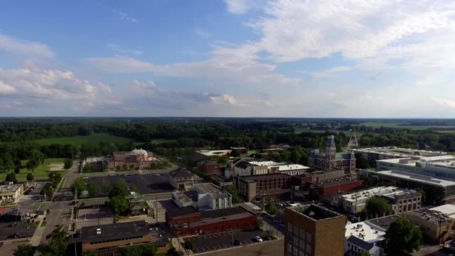 columbus indiana cityscape - columbus indiana stock videos & royalty-free footage