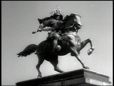 columned building w/ guard gate. street w/ tram women in traditional clothing. statue of kusunoki masashige . japanese soldiers convalescing.... - 1939 bildbanksvideor och videomaterial från bakom kulisserna