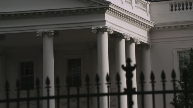 cu columns and detailing of white house north portico, beyond decorative iron fence / washington, d.c., united states - 2010年代点の映像素材/bロール