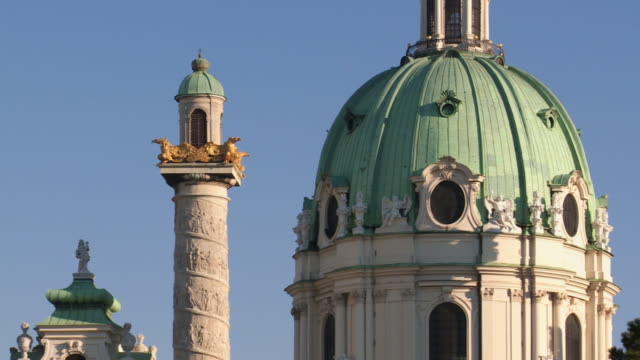 cu pan columns and dome of the karlskirche (st. charles's church) in vienna motion controlled shot.  - カールスプラッツ点の映像素材/bロール