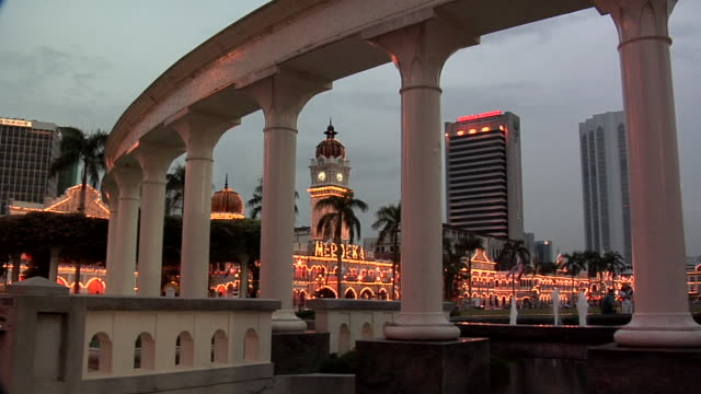 ws columns at northern part of dataran merdeka square and sultan abdul samad building at evening / kuala lumpur, malaysia - sultan abdul samad building stock videos & royalty-free footage