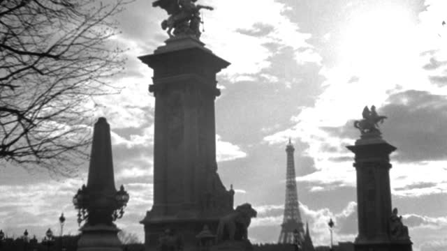 columns frame a viewpoint of the eiffel tower. - 1936 stock videos & royalty-free footage