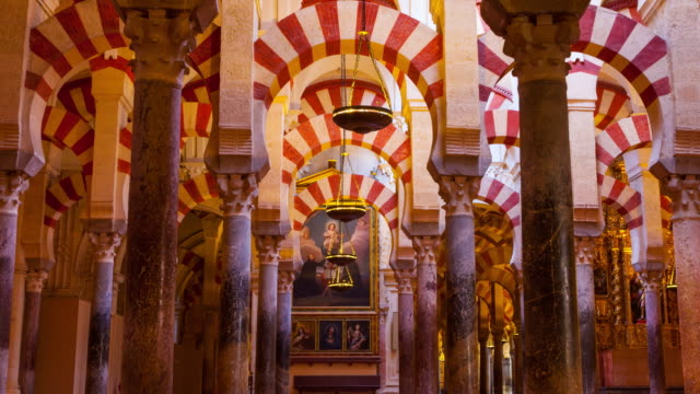 columns in great mosque of córdoba - moschea video stock e b–roll