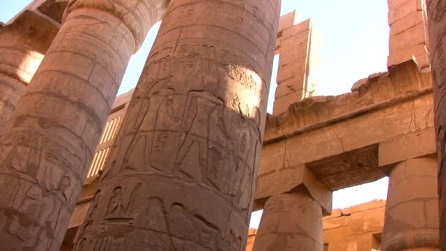 columns in karnak tempel - temples of karnak stock videos & royalty-free footage