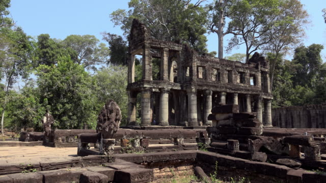 PAN / Columns of Preah Khan temple