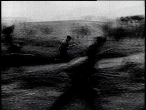 stockvideo's en b-roll-footage met combat in the spanish civil war / spain - 1936