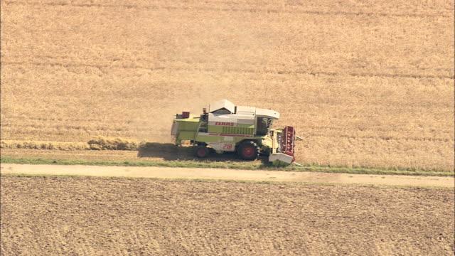 combine harvester - ハイデルベルク点の映像素材/bロール