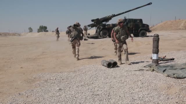 combined joint task force operation inherent resolve members conduct live fire operations in iraq september 4 2018 - munition stock-videos und b-roll-filmmaterial