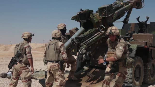 combined joint task force operation inherent resolve members conduct live fire operations in iraq, september 4, 2018. - howitzer stock videos & royalty-free footage