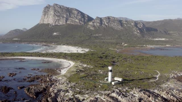vídeos de stock e filmes b-roll de come over for some remote living - remote location