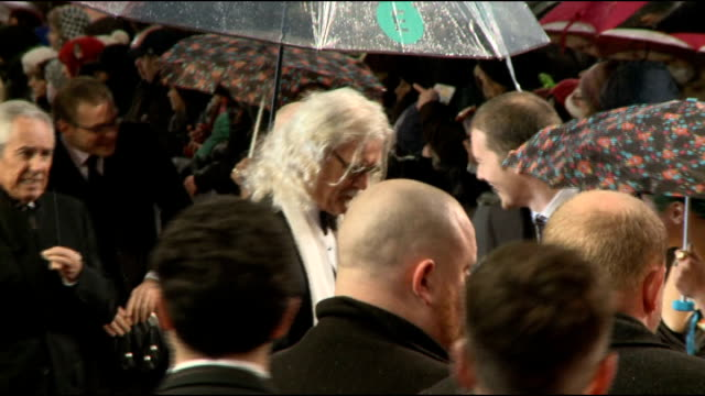 vidéos et rushes de comedian billy connolly has cancer surgery and is diagnosed with parkinson's disease lib / 1022013 connolly on red carpet at bafta awards 2013 - billy connolly