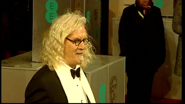 vídeos de stock e filmes b-roll de comedian billy connolly has cancer surgery and is diagnosed with parkinson's disease t10021336 / tx london royal opera house photography** billy... - billy connolly