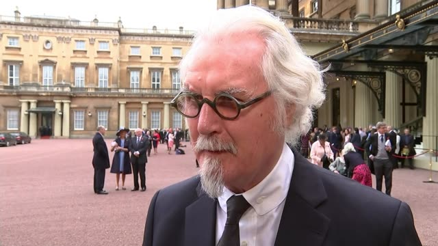 vídeos de stock e filmes b-roll de comedian billy connolly receives knighthood ext sir billy connolly interview sot on his illness - billy connolly