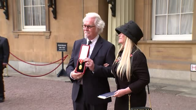 stockvideo's en b-roll-footage met comedian billy connolly receives knighthood interview england london buckingham palace ext sir billy connolly along with pamela stephenson and posing... - billy connolly