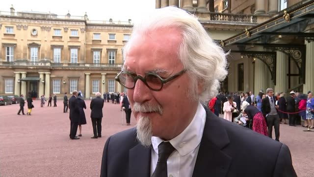 vidéos et rushes de comedian billy connolly receives knighthood sir billy connolly interview sot on being part of the establishment - billy connolly