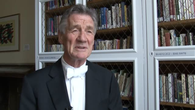 "comedian, broadcaster and writer michael palin has declared he feels ""very proud"" to be awarded an honorary degree by one of the uk's oldest... - モンティ・パイソン点の映像素材/bロール"