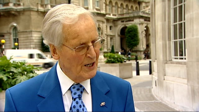 nicholas parsons set up shot / interview sot - エリック サイクス点の映像素材/bロール