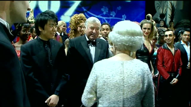 comedian jimmy tarbuck interviewed over sex abuse claims 2012 london photography *** comedian jimmy tarbuck meeting queen elizabeth ii backstage at... - ジミー ターバック点の映像素材/bロール