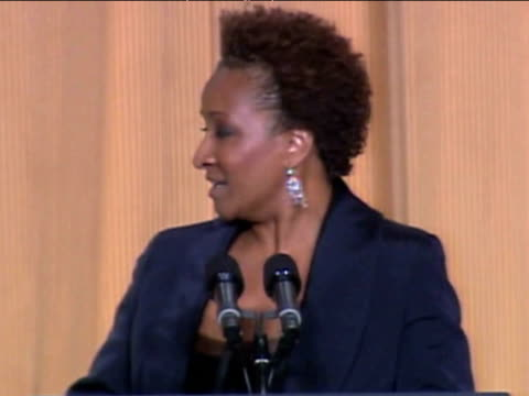 stockvideo's en b-roll-footage met comedian wanda sykes jokes about president barack obama being first black president of united states at white house correspondents' dinner washington... - number 9