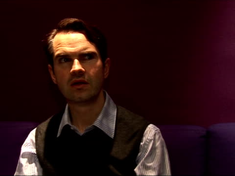 vídeos y material grabado en eventos de stock de jimmy carr interview england london int jimmy carr interview sot on his new dvd jimmy carr in concert and how the dvd spines next to one another will... - shirley bassey