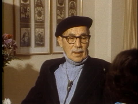 comedy legend groucho marx talks about his vaudeville days - groucho marx stock videos & royalty-free footage