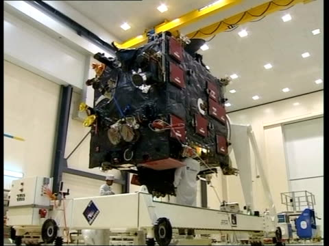 comet probe; itv evening news: lawrence mcginty french guyana: int seq space probe being prepared by technicians ext roger southwood interview sot -... - itv evening news stock-videos und b-roll-filmmaterial