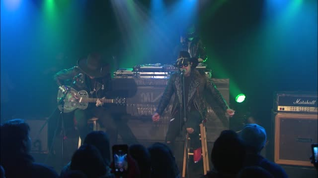vídeos y material grabado en eventos de stock de coming from the deep south rapper yelawolf pumped up the crowd at jbtv with his performance of 'til it's gone' - montaje documental
