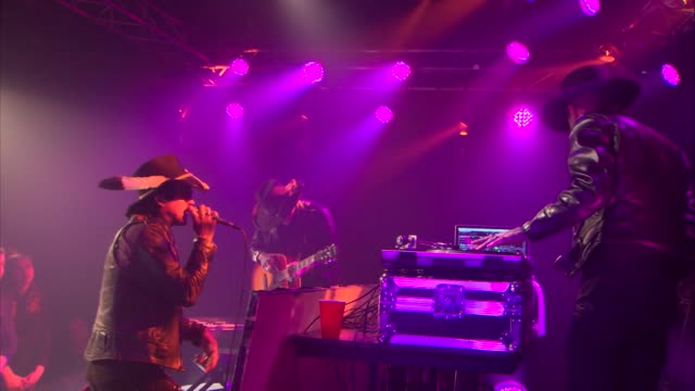 vídeos y material grabado en eventos de stock de coming from the deep south rapper yelawolf pumped up the crowd at jbtv with his performance of 'box chevy 5' - montaje documental