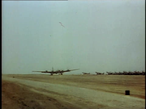 vídeos de stock, filmes e b-roll de b29 coming in for a landing / soldiers on jeep turning to look / plane collapsing / explosion - batalha de iwo jima