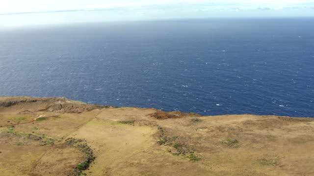 ws aerial td coming over sea cliffs / hawaii, united states - horizon over water stock-videos und b-roll-filmmaterial