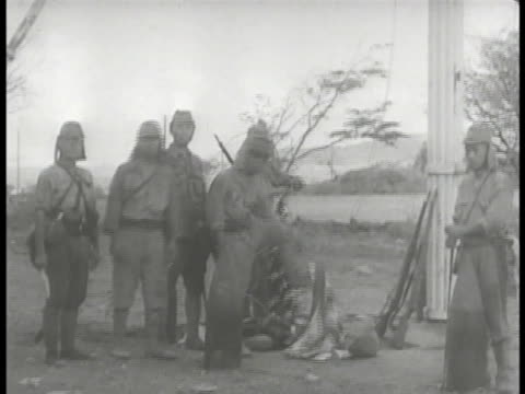 vídeos de stock e filmes b-roll de commander jonathan wainwright iv making surrender announcement vs japanese lowering us flag japanese flag raising on pole jonathan wainwright many... - baixar